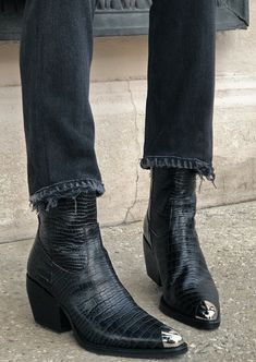 Ankle Boots - Make The Feet Pleased With These Shoe Tips Long Boots, Black Boots, Crazy Shoes, Me Too Shoes, Big Shoes, Style Masculin, Boots For Sale, Western Boots, Shoes