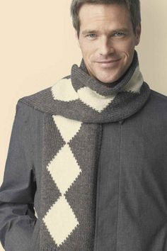 The perfect pattern for a gift for him. Check out this free pattern for the Knitted Diamond Scarf!