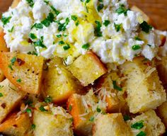 Skip the ordinary carbs and go big with this recipe for the cheesy garlic bread topped with cool and creamy ricotta cheese. Best Appetizers, Appetizer Recipes, All You Need Is, Great Recipes, Favorite Recipes, Vegetarian Recipes, Cooking Recipes, Cheesy Garlic Bread, Ricotta