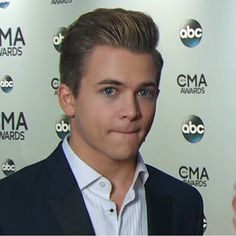 HUNTER HAYES!!!!!! HE'S SO FREAKING ADORABLE!!!!!!!