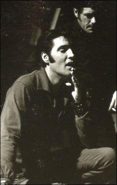 ★ Elvis ☆ - Elvis Presley Photo (32865444) - Fanpop