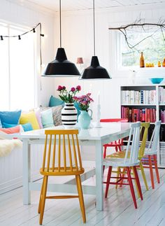 15 Dining Rooms with Brilliantly Colorful Chairs - 15 Dining Rooms with Brilliantly Colorful Chairs: gallery image 12 Multicolored – Bright Bazaar - Dining Room Colors, Dining Room Lighting, Dining Room Design, Dining Room Furniture, Bright Dining Rooms, Design Kitchen, Painted Dining Chairs, Dining Tables, Outdoor Dining