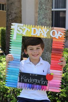 Make a back to school photo prop in 5 easy steps. This is the perfect craft to do with your kids this summer.