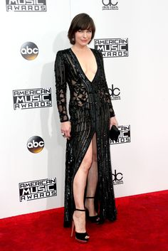 BEST LOOKS FROM THE 2016 AMERICAN MUSIC AWARDS / Milla Jovovich
