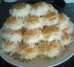 Ezt a sajtkrémes, ill. szakállas pogácsát, biztos sokan ismeritek Hungarian Recipes, Spanakopita, Cakes And More, Food To Make, Muffin, Food And Drink, Pie, Snacks, Cookies