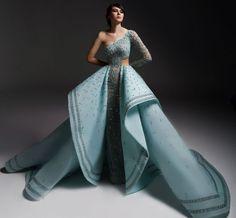 4cb6883ede34 Лучших изображений доски «Queen»  200 в 2019 г.   Formal dresses ...
