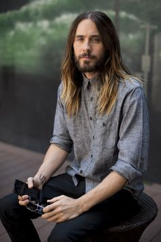 "UHQ - Jared Leto poses for a portrait during a press junket to promote his documentary film, ""Artifact,"" at the BLVD Hotel on Wednesday, April 16, 2014 in Studio City, Calif."