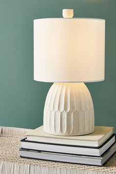 Finding the best lamp for your home can be tough as there is such a huge selection of lamps available. Get the perfect living room lamp, bedroom lamp, table lamp or any other type for your specific room. Unique Table Lamps, Bedside Table Lamps, Ceramic Table Lamps, Bedroom Lamps, Diy Lamps, Rustic Lamps, Nightstand, Bedroom Ideas, Master Bedroom