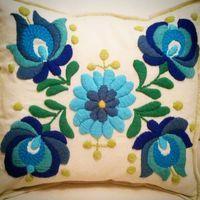 #bordando #flores #almohadones #embrodeydesigns #turquesa