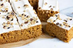 Pumpkin Sheet Cake with Cream Cheese Frosting - This easy and delicious Pumpkin Cake with Cream Cheese Frosting is a great snacking cake or dessert for a crowd! Pumpkin Sheet Cake, Pumpkin Coffee Cakes, Pumpkin Dessert, Lemon Cream Cheese Frosting, Cake With Cream Cheese, Cream Cake, Crepes, Lemon Curd Pavlova, Muffins