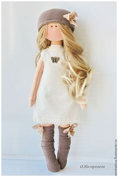 How to make cloth dolls Outfit & hair are beyond adorable! Reminded me of my Abby Viktoria- love her hair Raggy Dolls, Sock Dolls, Felt Dolls, Crochet Dolls, Pretty Dolls, Cute Dolls, Beautiful Dolls, Bjd Doll, Homemade Dolls