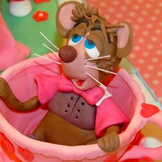 Door mouse - Alice in Wonderland Cake www.littlecakecupboard.co.uk