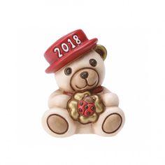 La magia del Natale, la gioia di stare in famiglia, emozioni uniche come le creazioni THUN. Per augurare un felice anno nuovo, regala Teddy Buon Anno con l'auspicio che tutti i sogni si possano avverare.