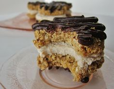 Thats the sound of us interacting with these Raw Monster Coconut Oatmeal Chomp! Thats the sound of us interacting with these Raw Monster Coconut Oatmeal Cookie Sandwiches. Source by Raw Vegan Desserts, Raw Vegan Recipes, Vegan Treats, Yummy Treats, Sweet Treats, Yummy Food, Healthy Treats, Eat Healthy, Healthy Desserts