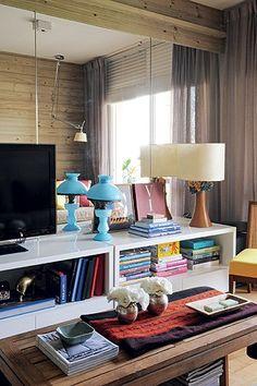 Os designers Jader Almeida, Marcus Ferreira e Fernando Jaeger dão dicas sobre como escolher os móveis ideais para pequenos espaços