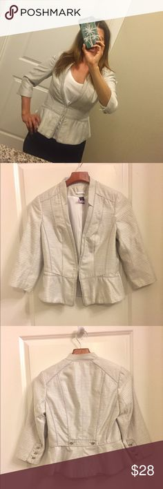 ✨Sale!✨Silver Grey White House Black Market Blazer Excellent used condition! Size 4 WHBM Blazer jacket. Soft grey and white with bits subtle sparkle silver threads woven in. It has a slight fit and flare for a Peplum style (I modeled to show how figure flattering it is!). Hook closure. Offers welcome! It's been dry cleaned and ready to wear! White House Black Market Jackets & Coats Blazers