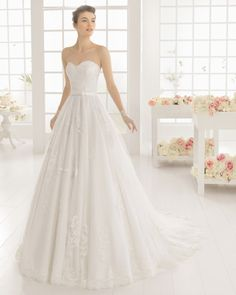Beaded lace and tulle dress, in ecru. Beaded lace and tulle dress, in white.