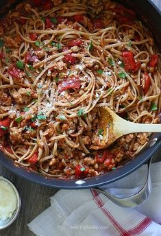 Spicy Whole Wheat Linguini with Sausage and Roasted Peppers –A hearty, delicious pasta dish –ready in 30 minutes. Pastas Recipes, Ww Recipes, Italian Recipes, Dinner Recipes, Cooking Recipes, Healthy Recipes, Chicken Recipes, Linguine Recipes, Skinnytaste Recipes