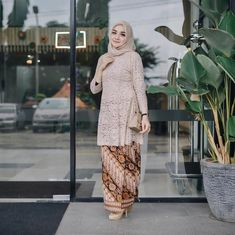 Wedding Party Program Style Ideas For 2019 Kebaya Lace, Kebaya Hijab, Kebaya Brokat, Batik Kebaya, Kebaya Dress, Kebaya Muslim, Muslim Dress, Batik Dress, Kebaya Modern Hijab