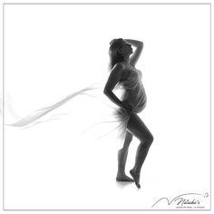 Bienvenue à cette magnifique maman que nous avons accueilli pour une séance photo grossesse à Saint Maur des Fossés près de Paris ! Saint, Paris, Studio, Veil, Welcome, Mom, Photography, Montmartre Paris, Paris France