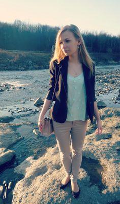 #OOTD #minttop #blackblazer #beigepants #fashion #flats #river #sunnyday
