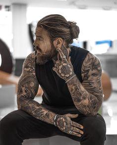 Hairstyles Haircuts, Haircuts For Men, Hair And Beard Styles, Long Hair Styles, Sexy Tattooed Men, Bearded Tattooed Men, Hot Guys Tattoos, Bad Boy Aesthetic, Moda Blog