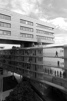 La Grande Cour (Zuidblok),Amsterdam  / Meyer en Van Schooten architecten, Heren 5 architecten,de Architekten Cie.  Photographed bymarklarmuseau