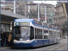 Cobra Tram 3044 der Linie 14 am Hauptbahnhof Zürich