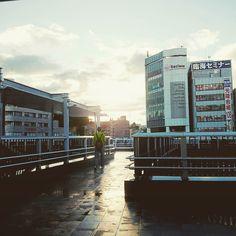 いつのまにか雨降ったらしい . . #戸塚バスセンター  #空 #夕空 #夕陽 #夕日 #夕景 #風景 #そら #そらふぉと #そら部#ゆうやけこやけ部 #写真好きな人と繋がりたい #evening #sky #skyline #sun #sunset #skyview #skylovers #japan #landscape #instagram #instagramjapan #japan_of_insta  #instagood #instalike #view #scenary #amazingview