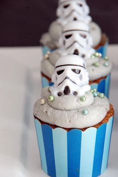 Storm troopers cupcakes, ok, I'm a came lately to Star Wars, but I thought these were clones?