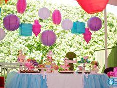 Decora tu mesa de dulces con farolillos - via blog.fiestafacil.com / Decorate your sweet table with paper lanterns - via blog.fiestafacil.com