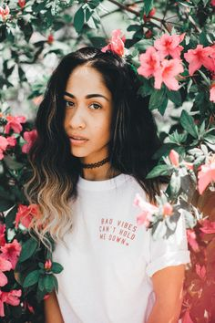 Love this empowering shirt! Bad vibes cant hold me down | The Summer Tee – So Worth Loving