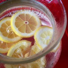 Wir trotzen dem Wetter und der Erkältung mit Heisser Zitrone Ingwer & Honig #ostern2016 #hotlemon #ginger #honey #instadrinks #zitrone #ingwer