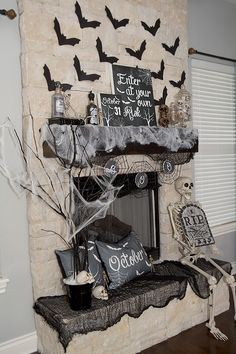 Halloween Mantel Dec