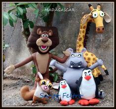 Todos os personagens da foto com desconto: 400,00 (não tenho a zebra - ainda em construção) Alex ( leão ): 120,00 Nelman ( girafa) : 120,00 Glória ( hipopótamo ) : 70,00 Mort ( esquilo ) : 60,00 Pinguins 70,00 a dupla Em feltro.