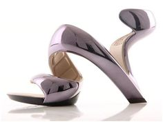 Julian Hakes is the designer for Sandal Tree`s collection of outrageous shoes, the Mojito! A design concept realized by the award winning architect, the Mojito curves and twists around your foot in one fluid piece creating a light and elegant evening sandal. Designed with state of the art materials and designed to move with your foot. Heel Height: 3.5 inch Brand: Sandal Tree Hawaii Fiber Content: Carbon fibre