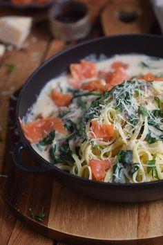 Pasta mit Räucherlachs und Spinat