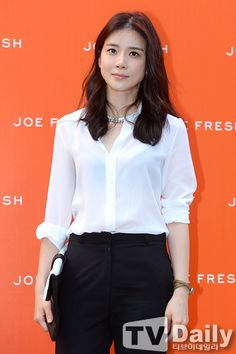 Lee Bo Young at the Joe Fresh launch party Lee Bo Young, Korean Beauty Standards, Korean Celebrities, Celebs, Straight Eyebrows, The Joe, Large Eyes, Flawless Skin, Pretty Face