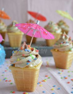New Cake Ice Cream Cupcake Ideas Ice Cream Cupcakes, Ice Cream Party, Cake & Co, Cake Shop, Baking Cupcakes, Cupcake Cookies, Buffet Dessert, Diwali Food, Food Decoration