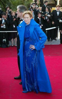 Tilda Swinton: 55 anni in 40 look