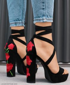 Free Ship* Rose Embroidered High Heel Sandals - Jennifer Novy - Damen Hochzeitskleid and Schuhe! Pretty Shoes, Beautiful Shoes, Gorgeous Women, Beautiful Flowers, Crazy Shoes, Me Too Shoes, Cute Shoes Heels, Buy Shoes, Heeled Boots