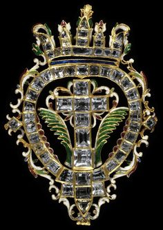Pendant cross. Spain, ca. 1630. Table-cut rock crystals set in enamelled gold.  #BaroqueJewels #VonGiesbrechtJewels