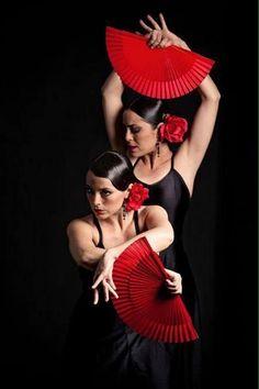 Coiffure Flamenco Femmes En Rouge