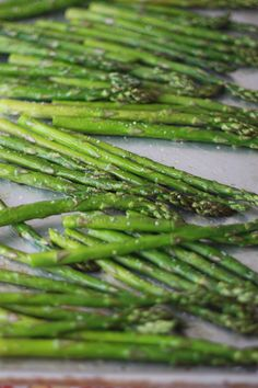 simple roasted asparagus (simple really does taste best in this case) I usually just use olive oil, salt and maybe a little bit of olivio and bake it in the oven. Baked Asparagus, Asparagus Recipe, Roast Asparagus, Cooking Recipes, Healthy Recipes, Drink Recipes, Healthy Snacks, Dinner Recipes, Dessert Recipes
