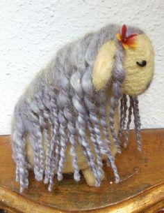Ein Schaf mit Locken von ArtlessTM auf Etsy