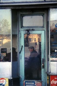 Find the latest shows, biography, and artworks for sale by Saul Leiter. Saul Leiter received no formal training, but has gained renown for his street photogr… Saul Leiter, Urban Photography, Color Photography, Street Photography, Narrative Photography, Film Photography, Photography Ideas, The Animals, Pittsburgh