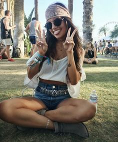 Cute music festival outfits that you need to copy for your next festival! Festival fashion and clothing ideas for Coachella, Bonnaroo, Governors ball, etc! These festival outfit ideas are are affordable and super trendy. Coachella 2016, Festival Coachella, Festival Hippie, Music Festival Outfits, Music Festival Fashion, Festival Wear, Coachella Style, Fashion Music, Music Festival Style