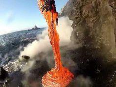 Impactantes estas imágenes de lava cayendo al mar grabadas con una GoPro - http://dominiomundial.com/impactantes-estas-imagenes-de-lava-cayendo-al-mar-grabadas-con-una-gopro/?utm_source=PN&utm_medium=Pinterest+dominiomundial&utm_campaign=SNAP%2BImpactantes+estas+im%C3%A1genes+de+lava+cayendo+al+mar+grabadas+con+una+GoPro