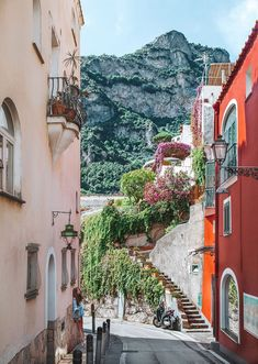 A itinerary that will take you from Rome to Positano, italy. Enjoy the beauty of Rome and the Amalfi Coast on your quick Italy trip this summer! Oh The Places You'll Go, Places To Travel, Travel Destinations, Places To Visit, Italy Street, Streets Of Italy, Italy Honeymoon, Italy Travel, Italy Trip