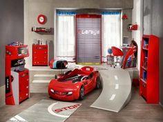 voiture sportive en couleur rouge avec une piste